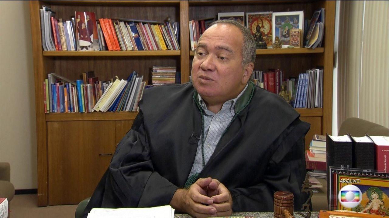 Juiz flagrado dirigindo carro de Eike Batista é condenado a 52 anos de prisão