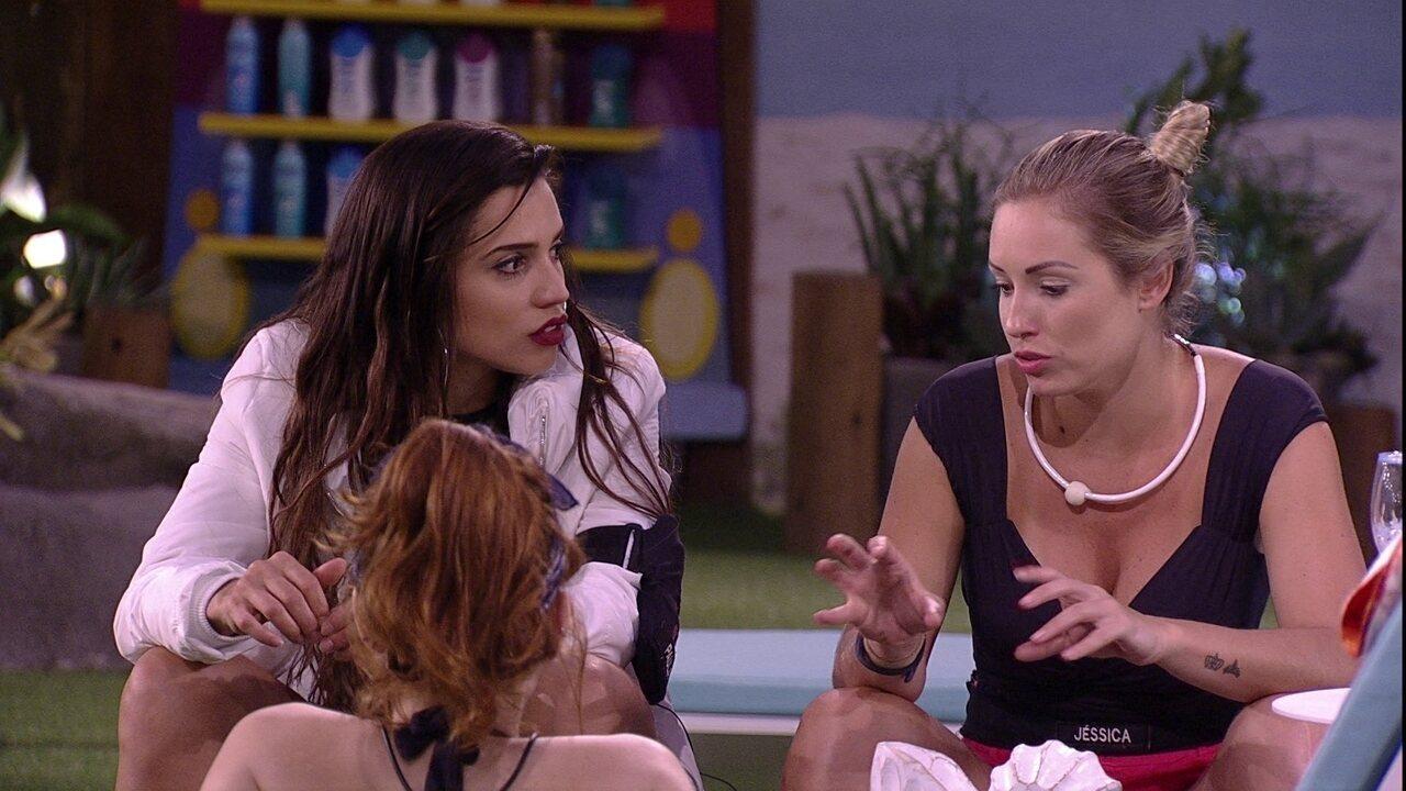 Paula comenta com sisters: 'A Patrícia me deu um toque'