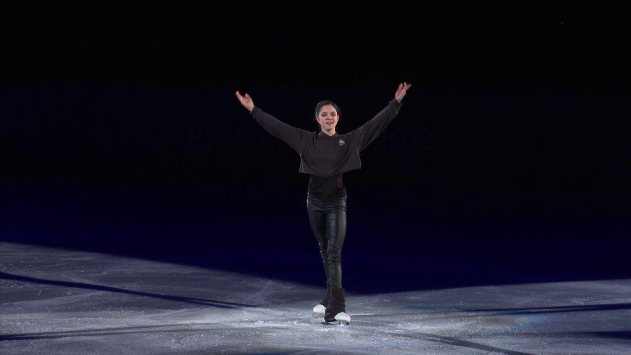 Evgenia Medvedeva se apresenta em cerimônia de gala de patinação artística
