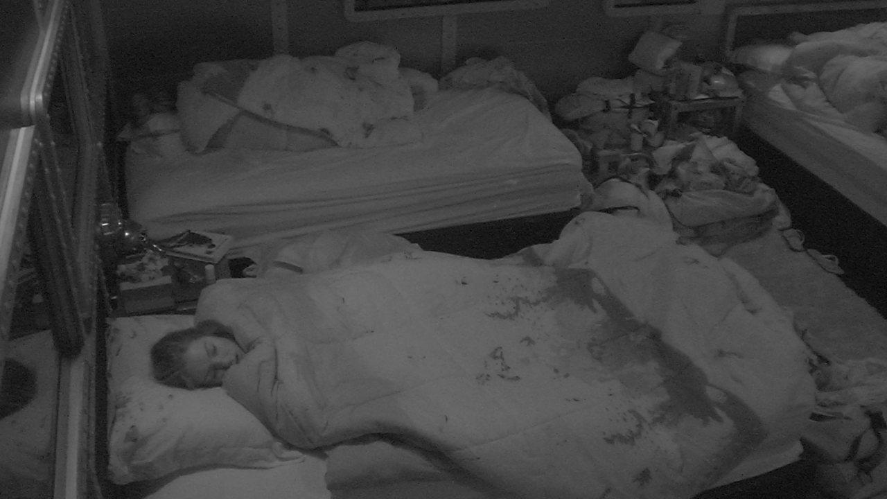 Jéssica, Lucas, Paula e Patrícia dormem no Quarto Submarino