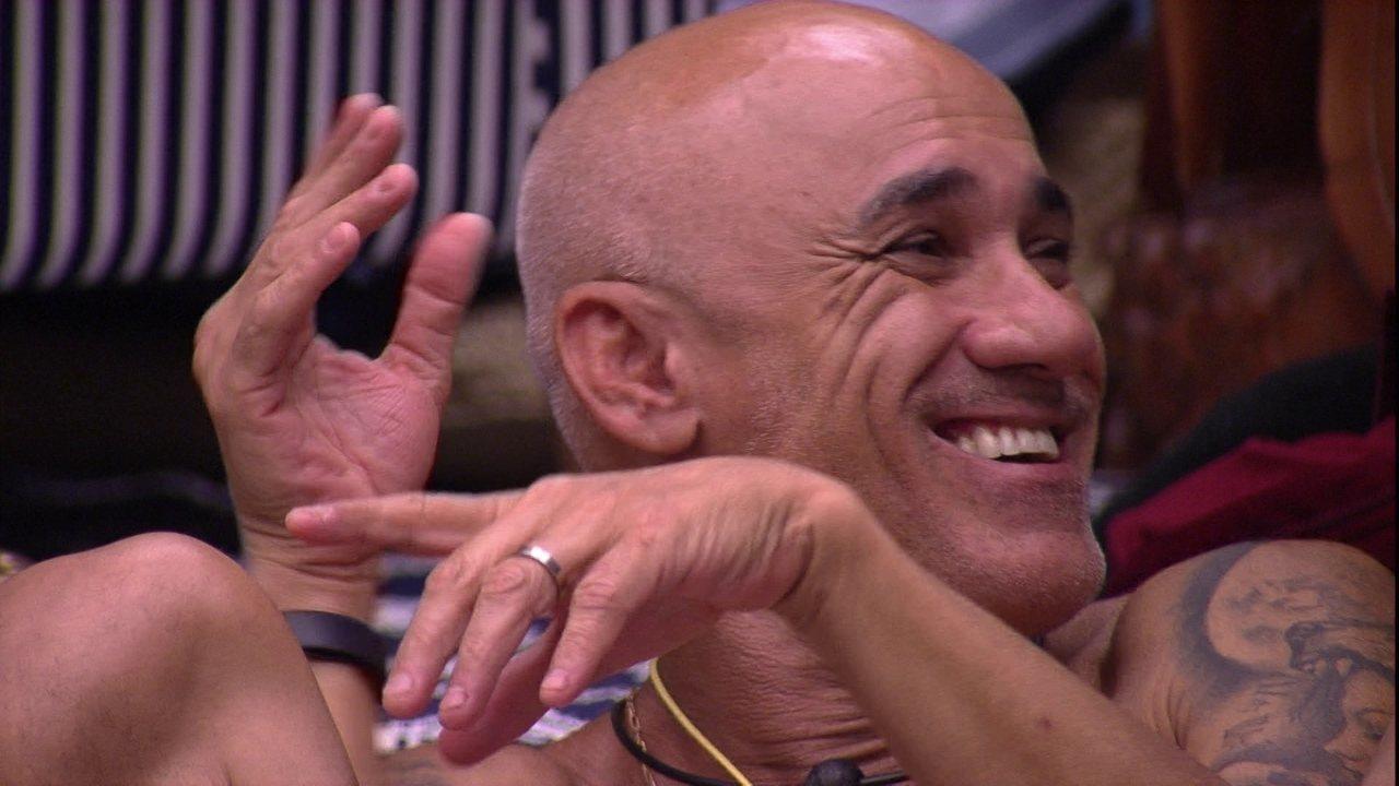 Ayrton afirma: 'Quem dá mais estresse aqui sou eu e Mahmoud'