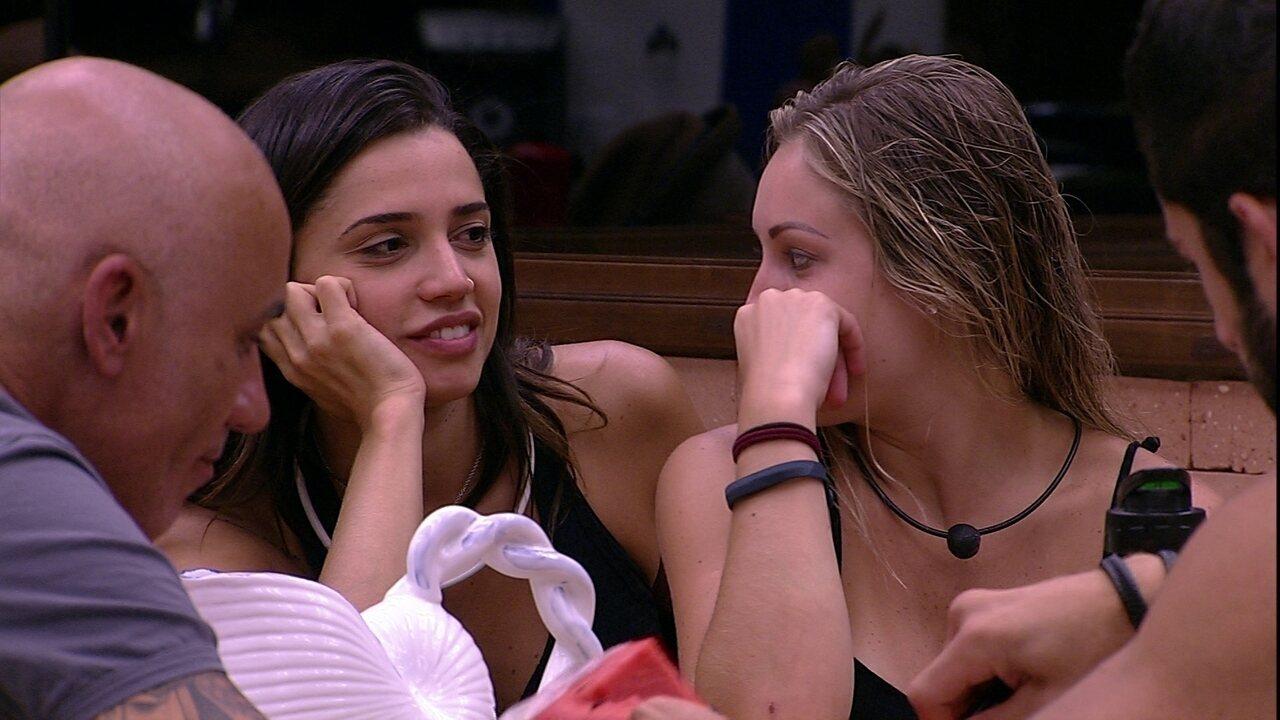 Jéssica pergunta se Paula ficou com Breno