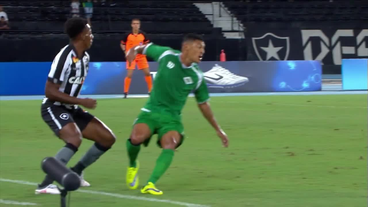 ce940a0197 Veja os chapéus de Moisés no jogo do Botafogo contra a Cabofriense