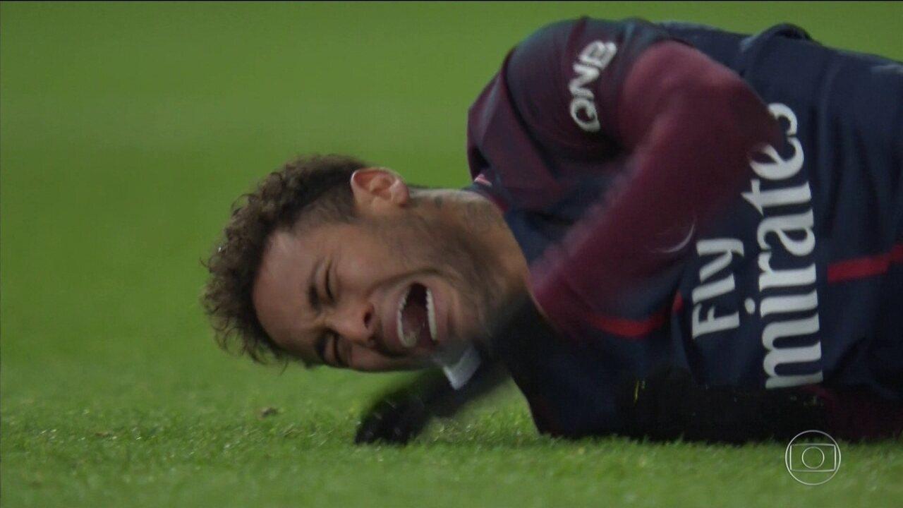 Neymar quer operar o pé direito, e retorno aos gramados será antes da Copa do Mundo