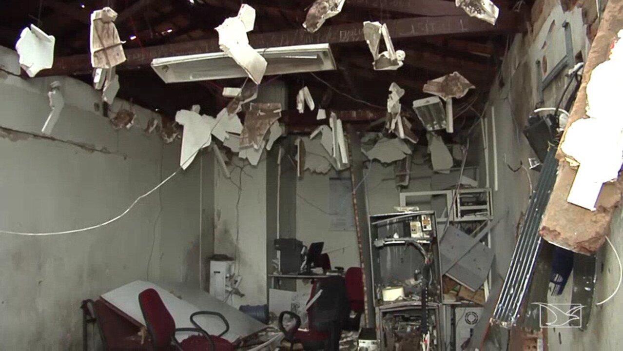 Bandidos fazem arrastão e explodem agências bancárias em Aldeias Altas