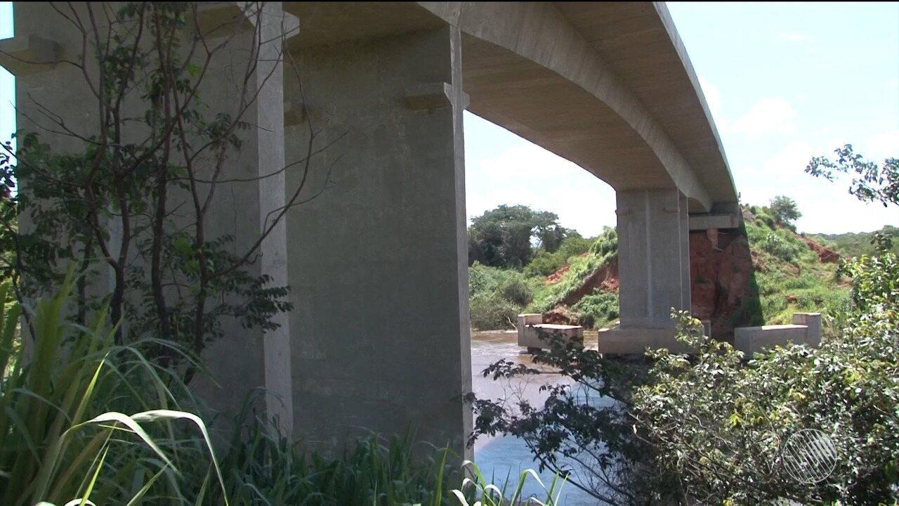 Ponte do Contorno Viário de Barreiras (BA) apresenta problemas e oferece riscos para motoristas, diz engenheiro.