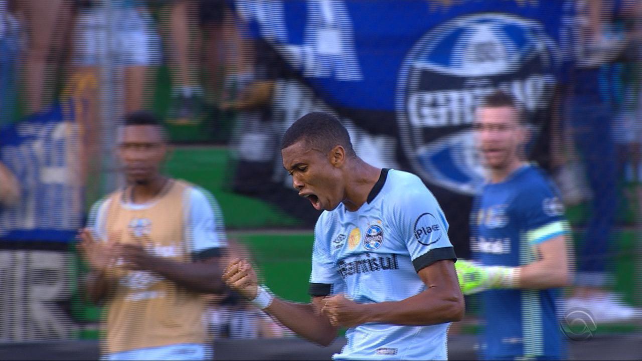 Madson bate colocado e fez o segundo do Grêmio contra o Juventude