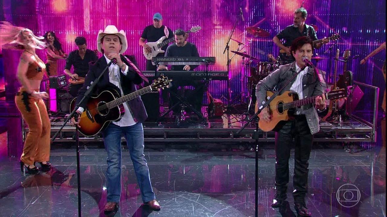 Chitãozinho e Xororó cantam 'Fio de cabelo', músíca de 1992