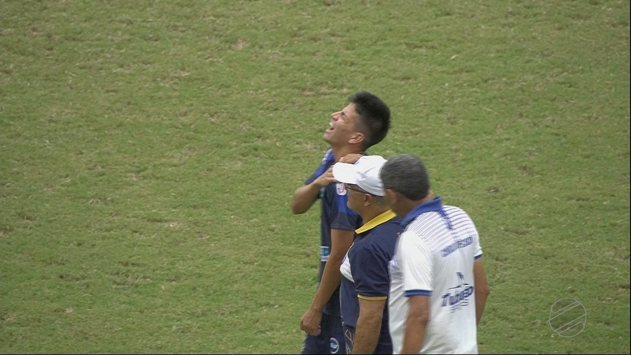 Atacante Michel do Dom Bosco sofre lesão no ombro na goleada sobre o Poconé