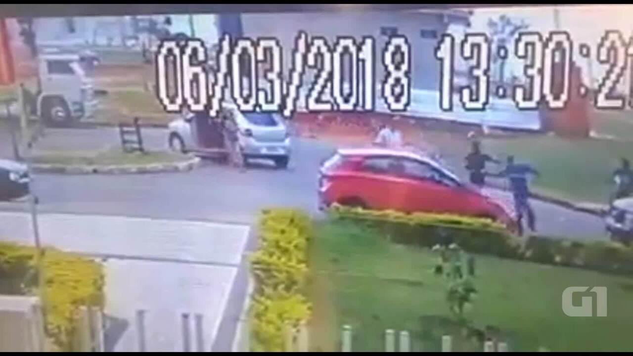 Assaltantes cercam família em Samambaia e sequestram uma pessoa
