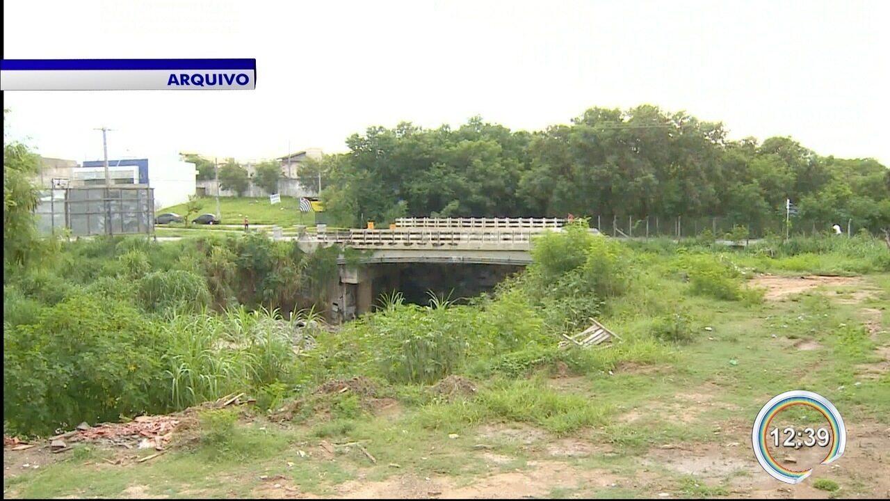 Resultado de imagem para Parte de ponte que liga Taubaté a Tremembé cede e é parcialmente interditada