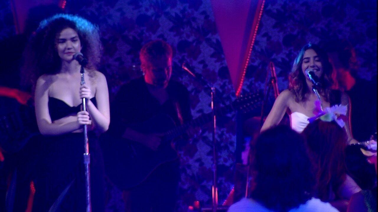 Anavitória cantam 'Dengo' na Festa Havaí