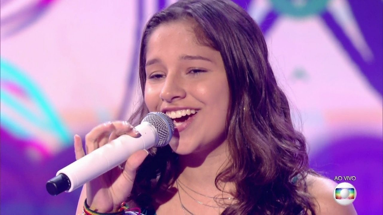 Fernanda Ouro, cantou 'I Say A Little Prayer', no show ao vivo do The Voice Kids