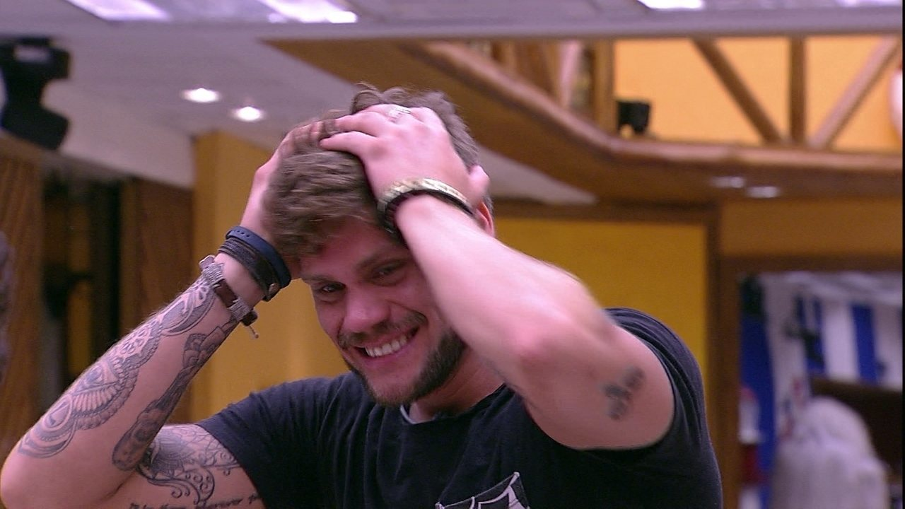 Breno finge susto durante Castigo do Monstro