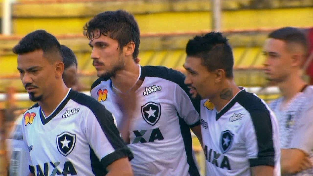 Gol do Botafogo! Léo Valencia cobra falta na área e Igor Rabelolo completa de cabeça 37 1º