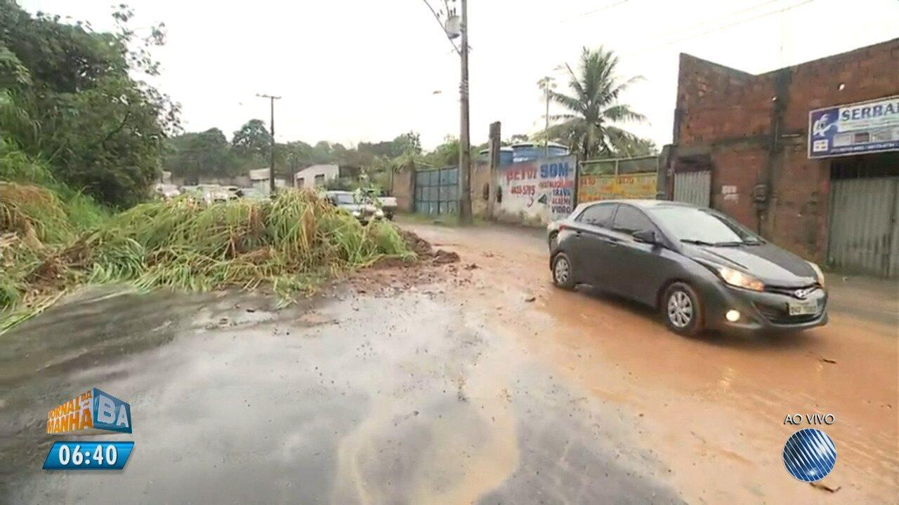Deslizamento de terra complica o trânsito na Via Regional