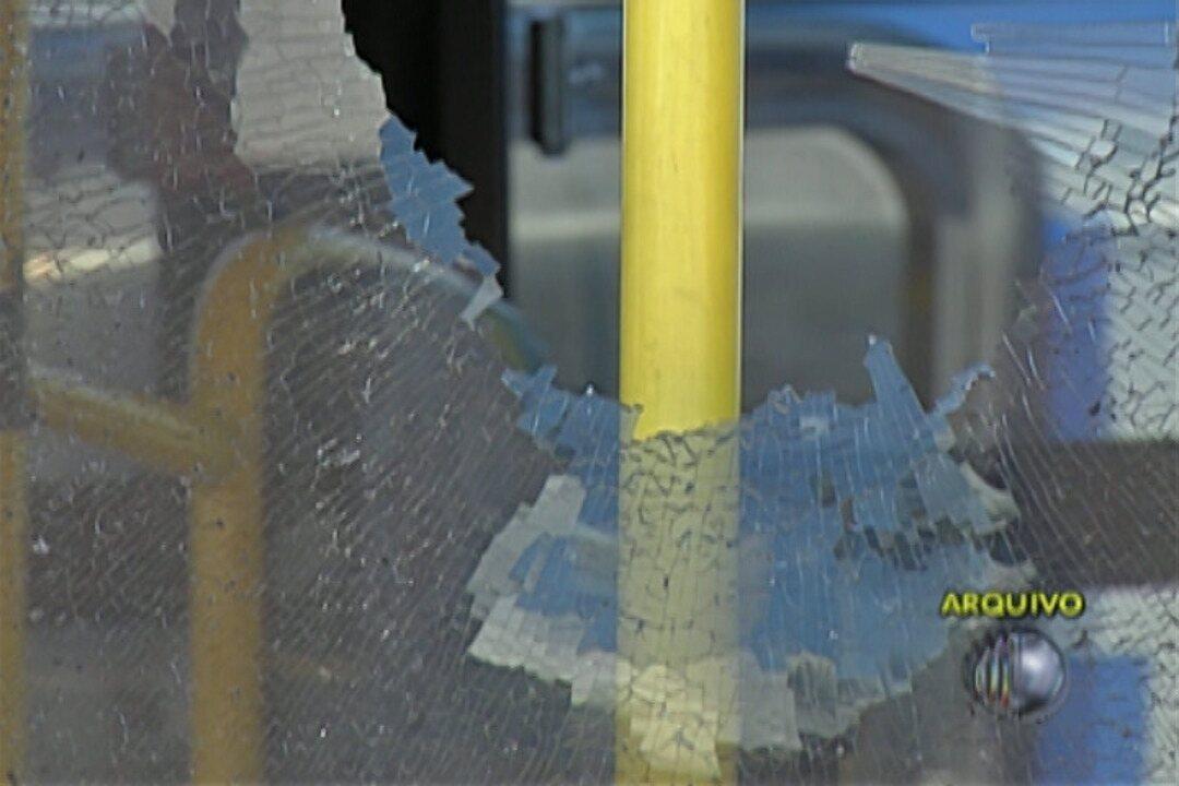 Ônibus da empresa que opera em Suzano é alvo de vandalismo