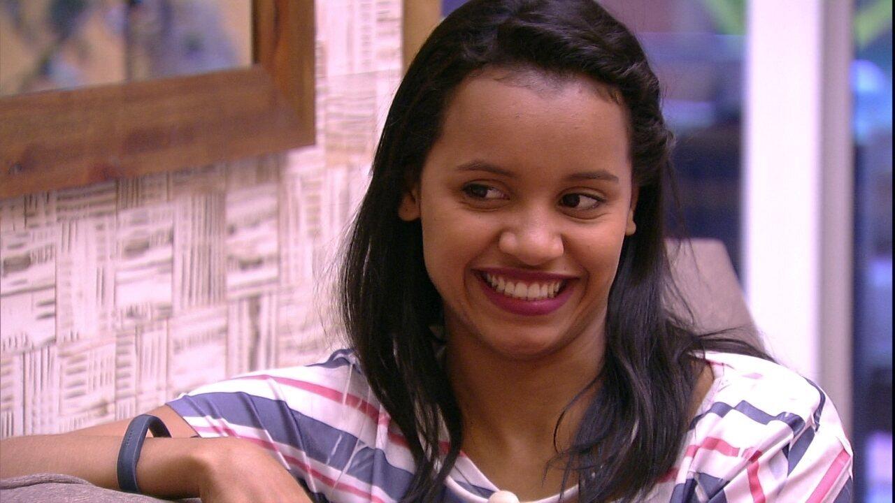 Gleici comenta com Ana Clara: 'Eu gosto do meu sorriso'