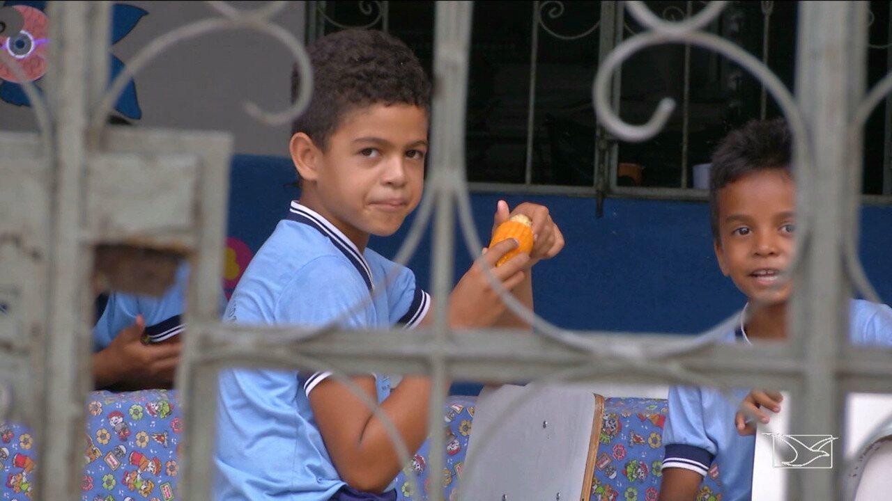 Estudantes em Aldeias Altas continuam comendo meio milho na merenda escolar