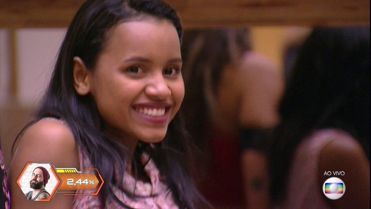 Gleici sorri e dança com eliminação de Patrícia