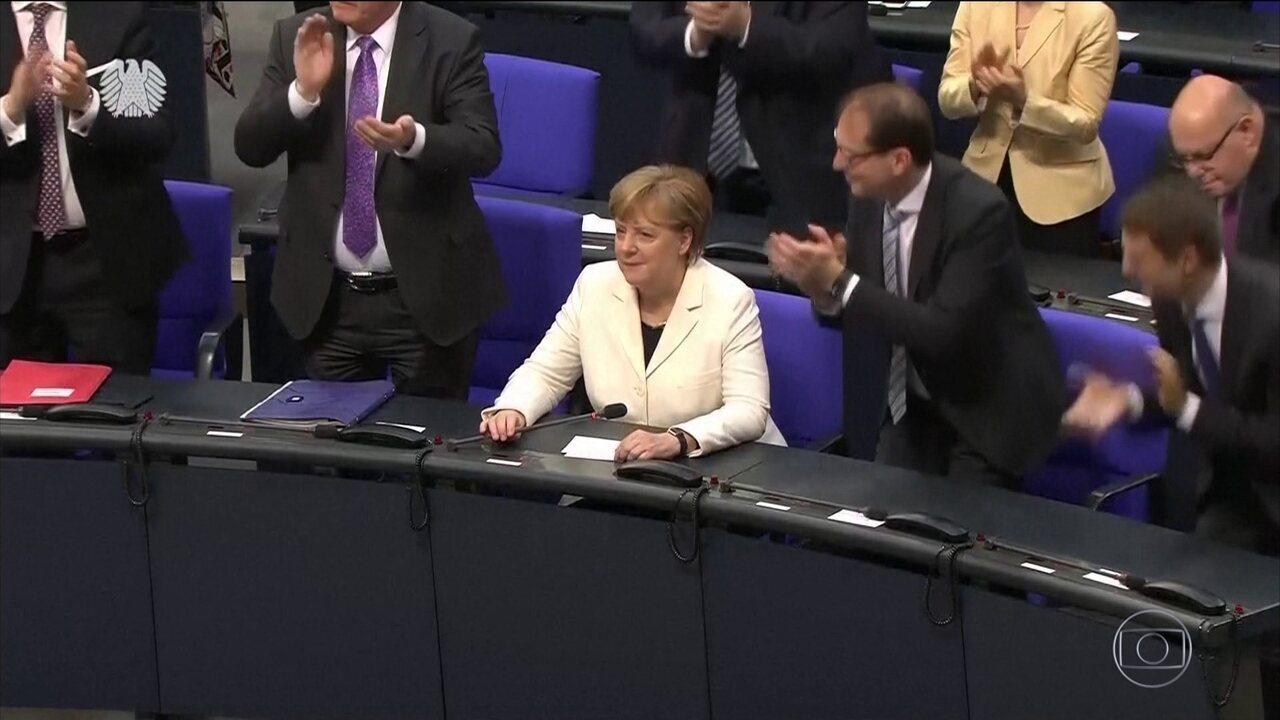 Angela Merkel é nomeada primeira-ministra alem após 6 meses de indecisão política
