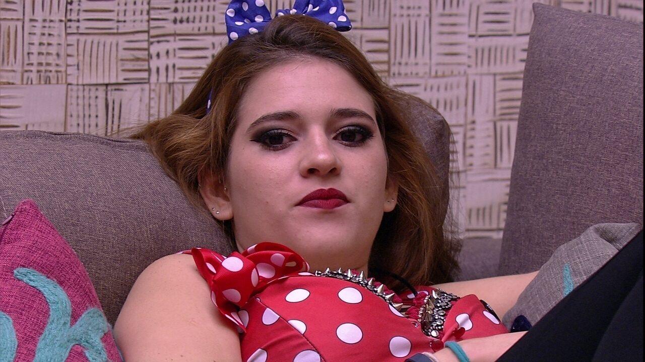 Ana Clara especula Karaokê e comenta: 'Jéssica vai inventar de cantar a festa toda'