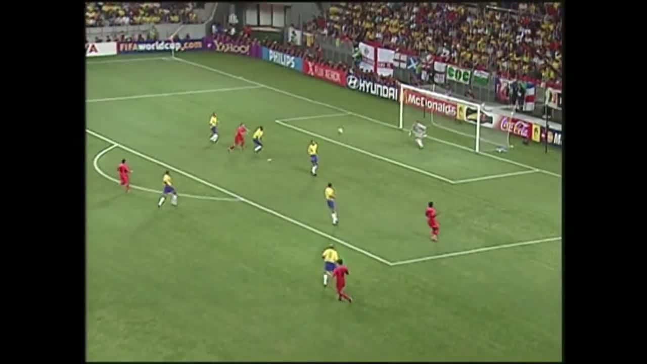 Erros de arbitragem: Marc Wilmots tem gol anulado contra o Brasil em 2002