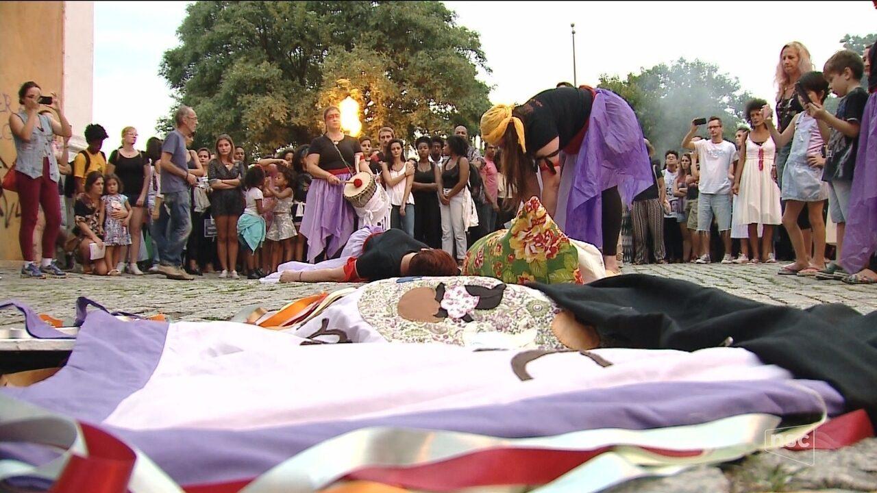 Florianópolis tem ato em homenagem a Marielle Franco, vereadora assassinada no RJ