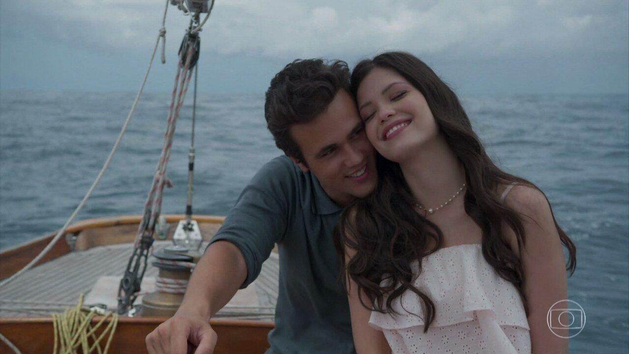 Vicente leva Maria Vitória para velejar