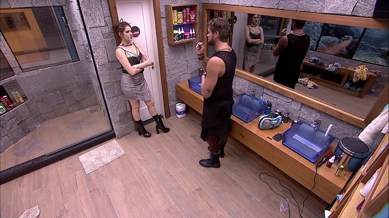 Ana Clara aborda Breno no banheiro: 'Você não vai gostar do que vou te falar'