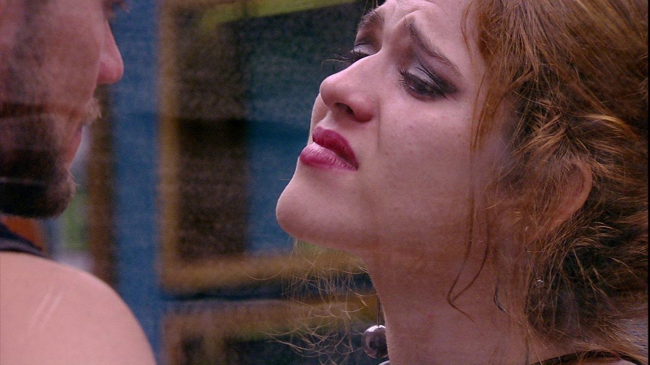 Ana Clara sobre ter beijado Breno: 'Machuca você e a mim'