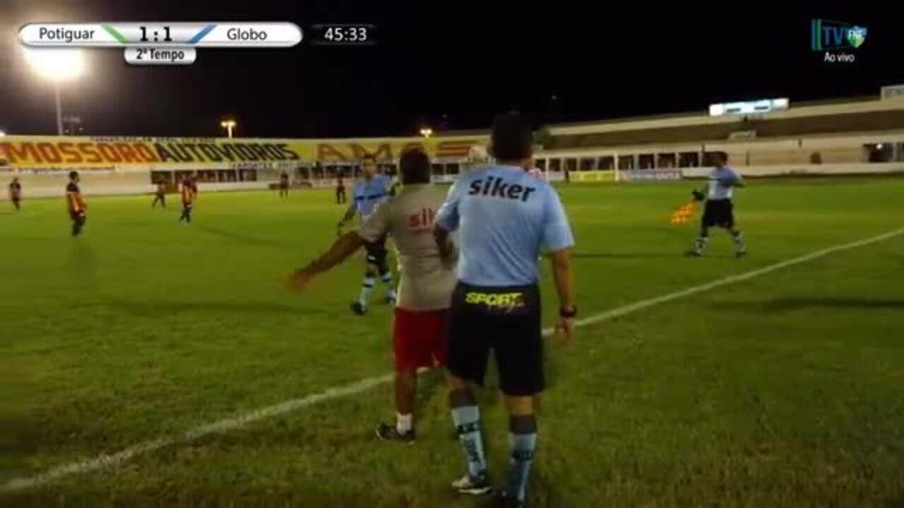 Massagista perde a cabeça e parte para briga em jogo entre Potiguar e Globo