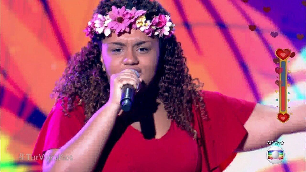 Maiara Morena se apresenta cantando a música ' É Hoje'