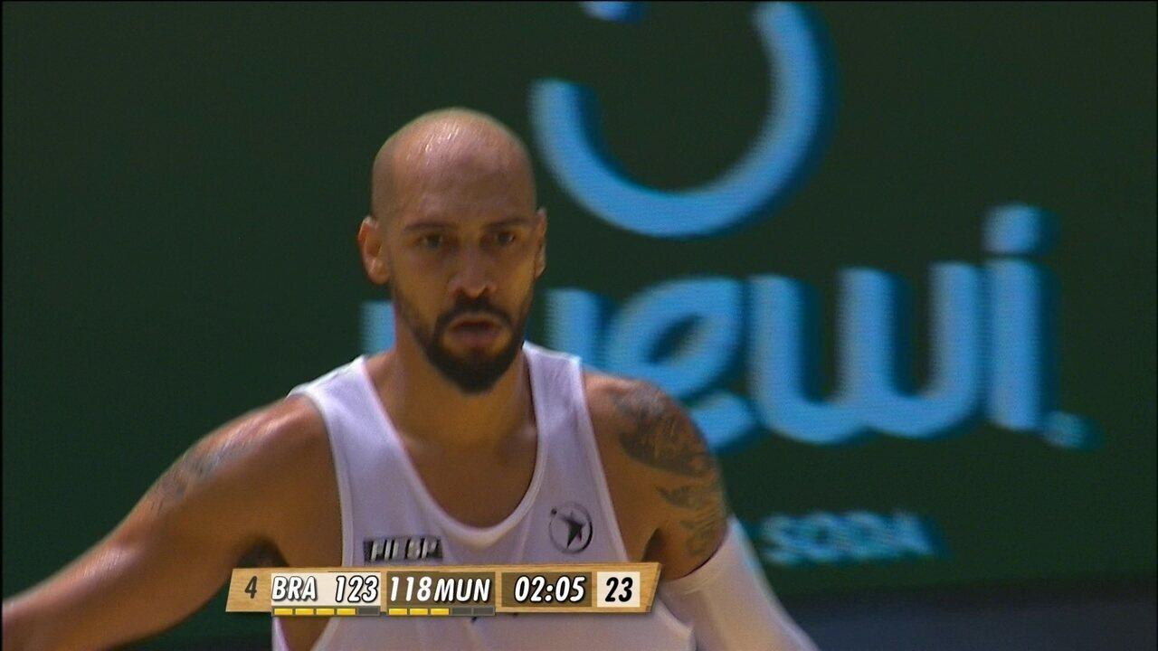 Marquinhos acerta bola de 3 pontos: 123/118