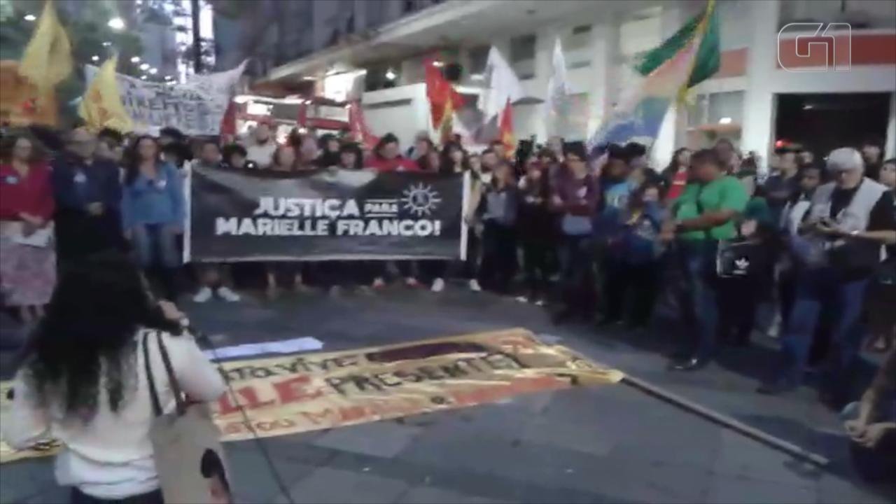 Manifestantes se concentram para ato em memória de Marielle em Porto Alegre