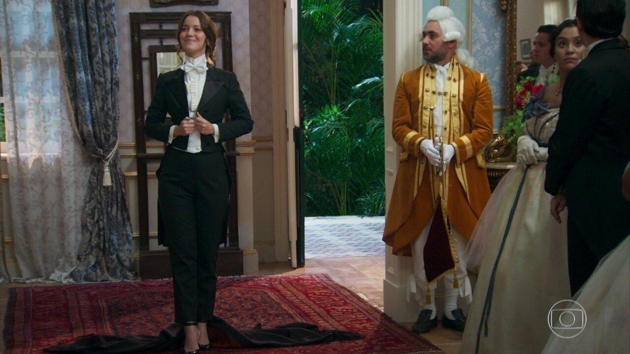 Elisabeta surpreende na chegada ao baile