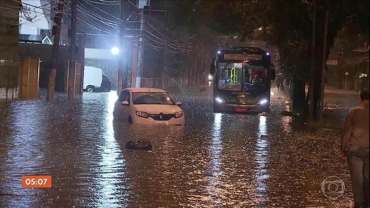 Idosa e bebê morrem durante temporal em São Paulo