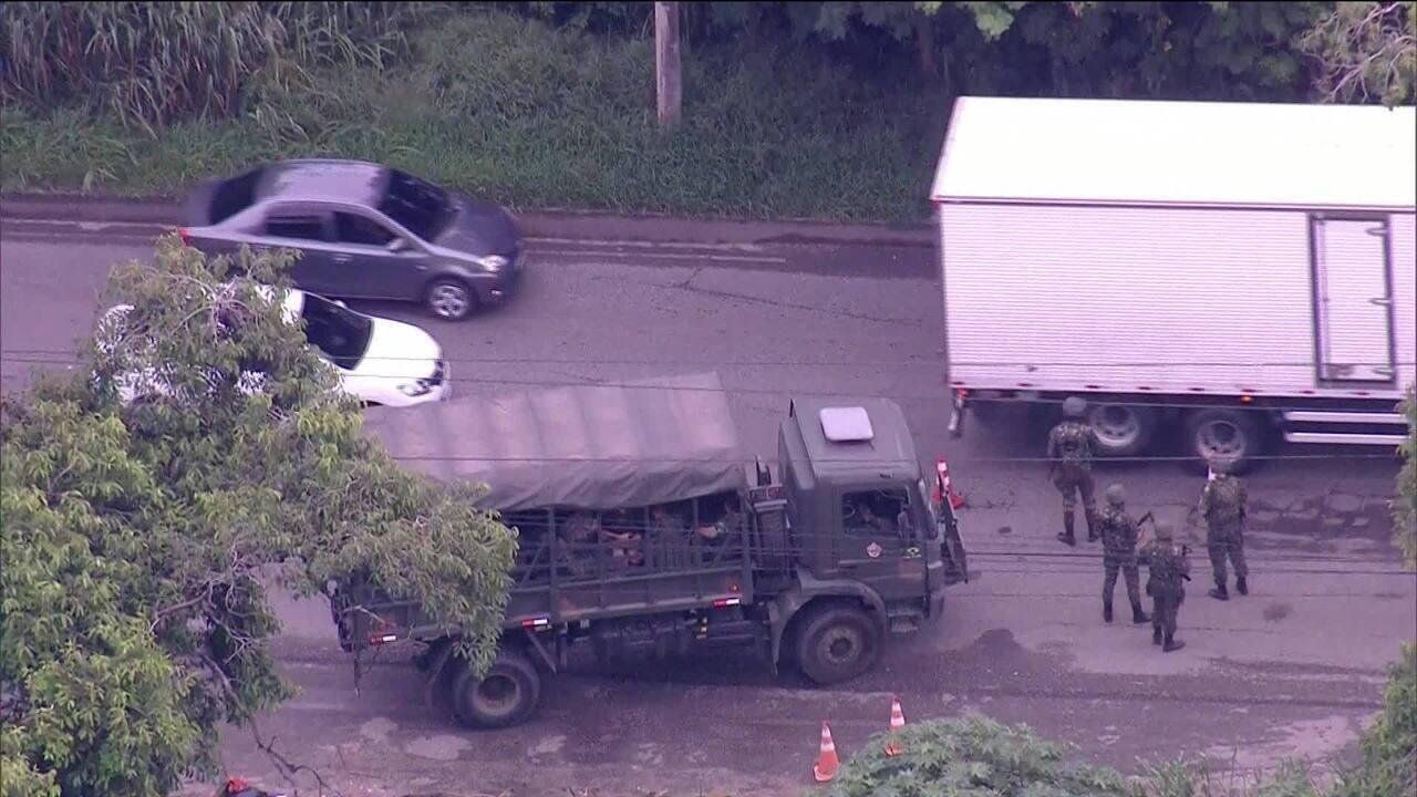 Forças armadas e PM do RJ fazem operação nas rodovias BR-101 e RJ-104