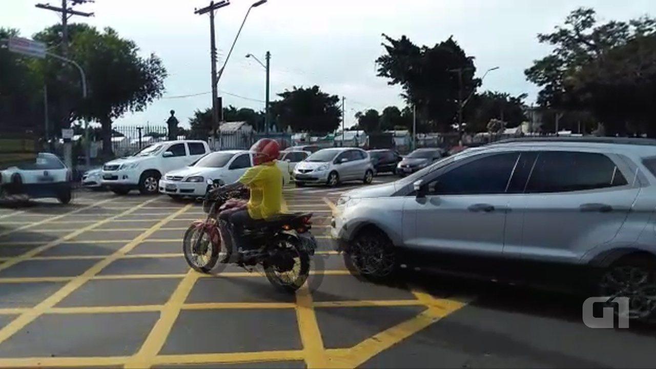 Semáforos desligados afetam trânsito na Boulevard Alvaro Maia, em Manaus