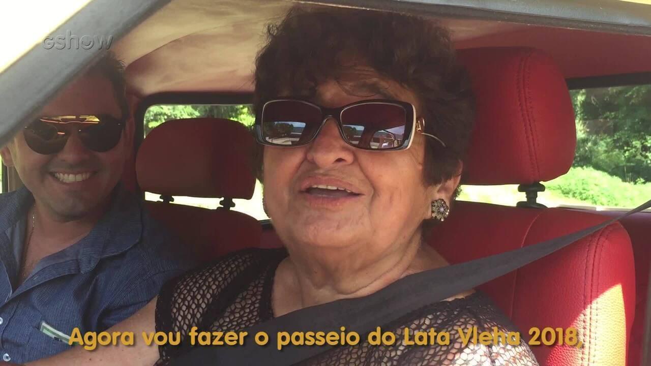 Personagem do Lata Velha dirigi o veículo reformado pela primeira vez depois da reforma