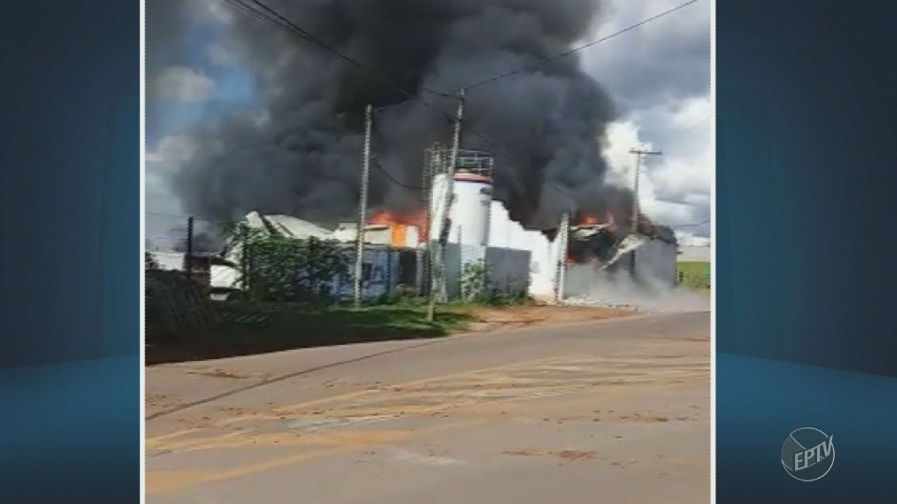 Fábrica de produtos de limpeza pega fogo em Tuiuti
