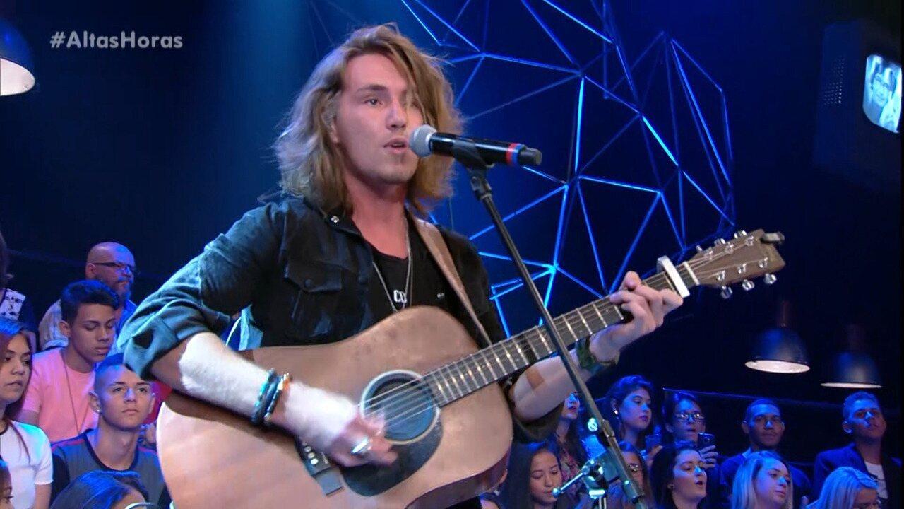 Vitor Kley canta 'Shape of You'