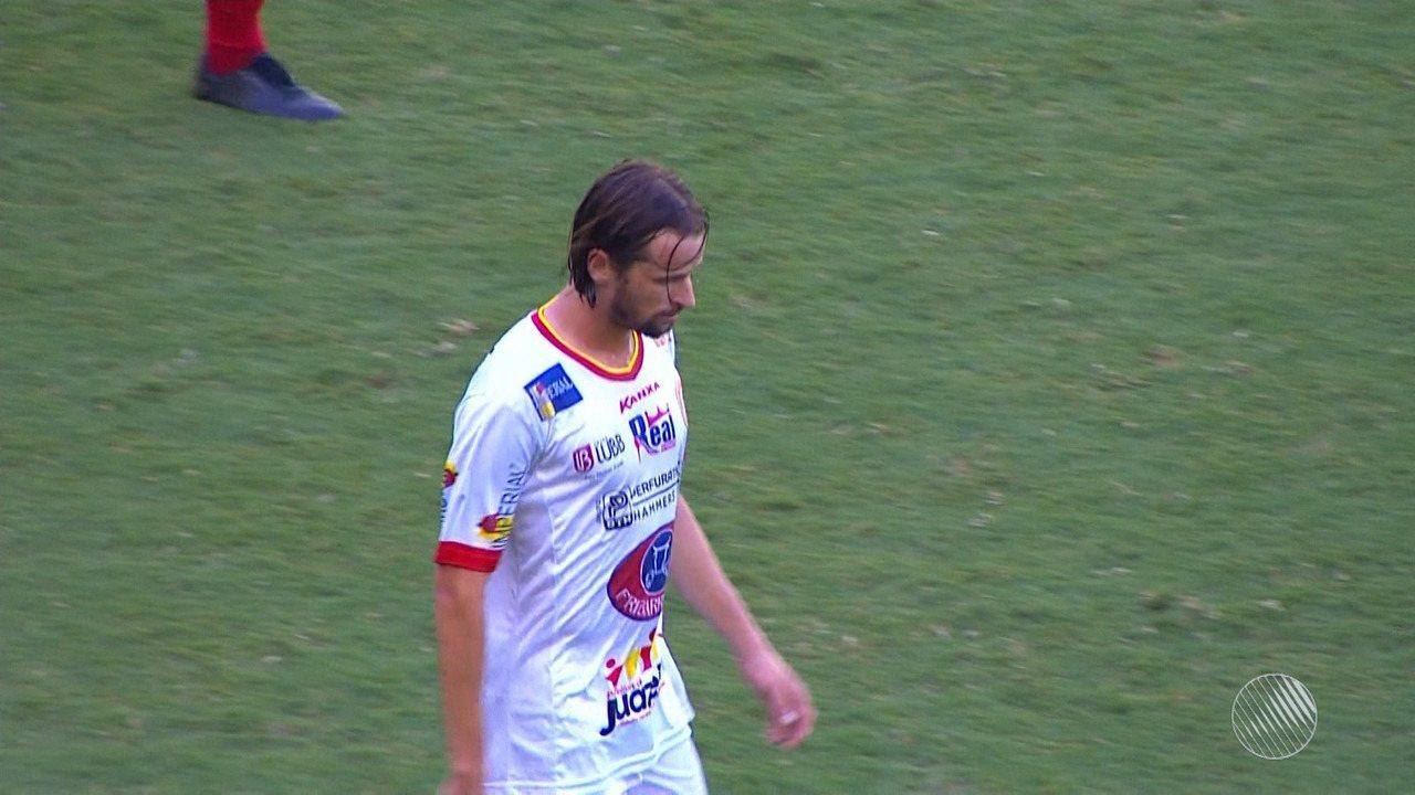 Nino cruza e Júnior Gaúcho marca contra