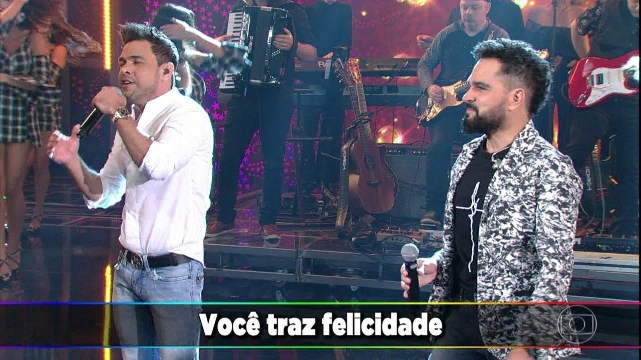 Zezé Di Camargo e Luciano cantam 'É o Amor' no palco do 'Domingão'