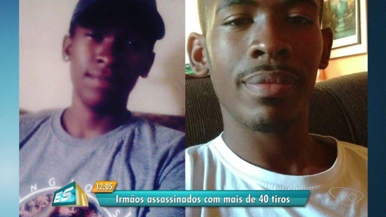 Amigos e familiares se despedem de irmãos executados com mais de 20 tiros em Vitória