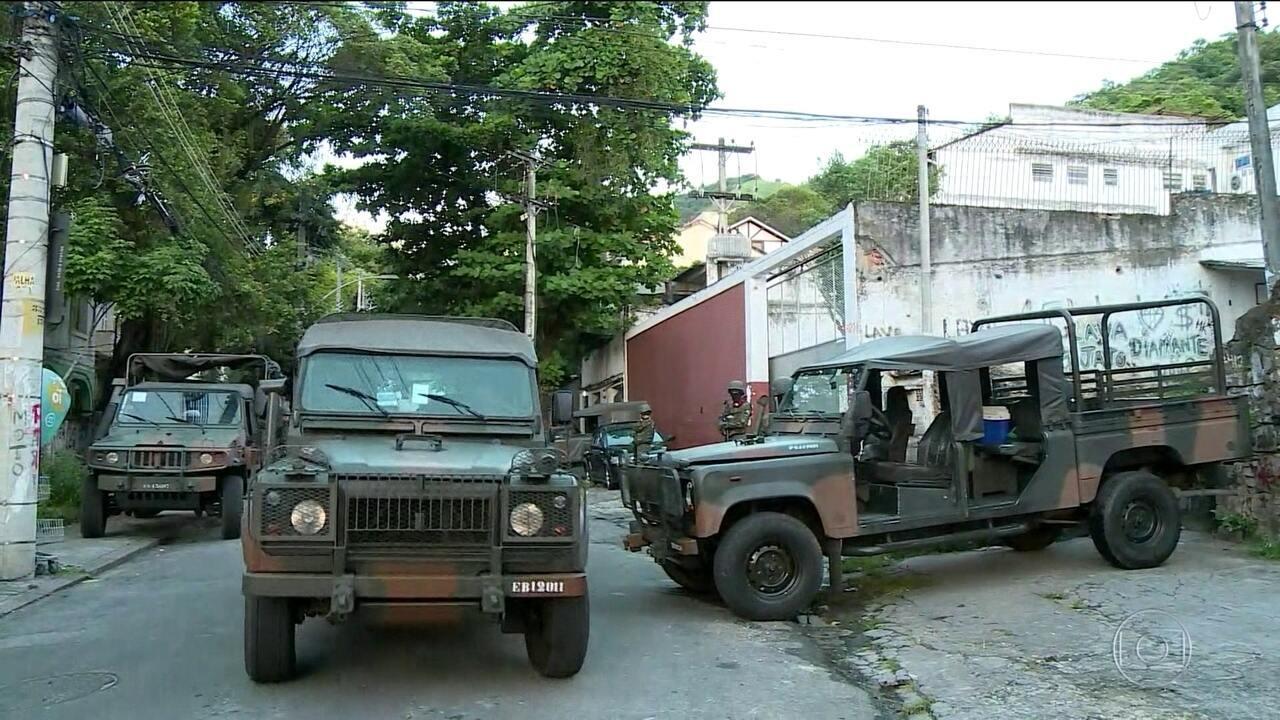 Operação no Complexo do Lins bloqueia estrada Grajaú-Jacarepaguá