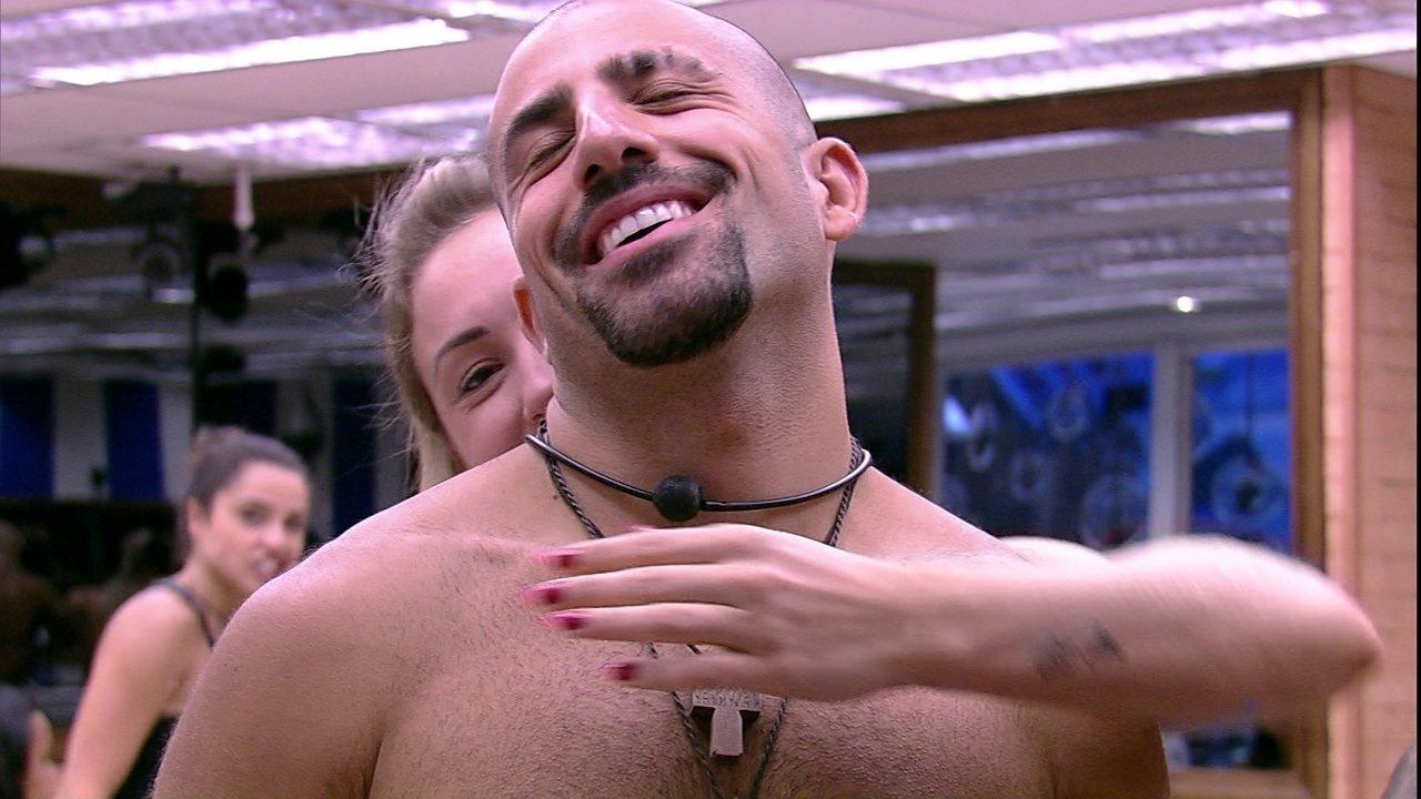 Kaysar declara para Jéssica: 'Sem você não consigo fazer nada, nem respirar'