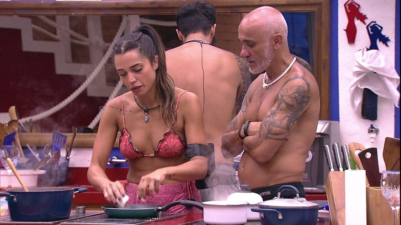 Paula prepara o almoço com brothers