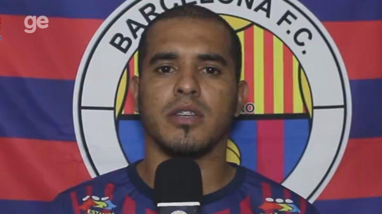 Zagueiro do Barcelona faz vídeo e pede desculpa por ter agredido atacante do Real