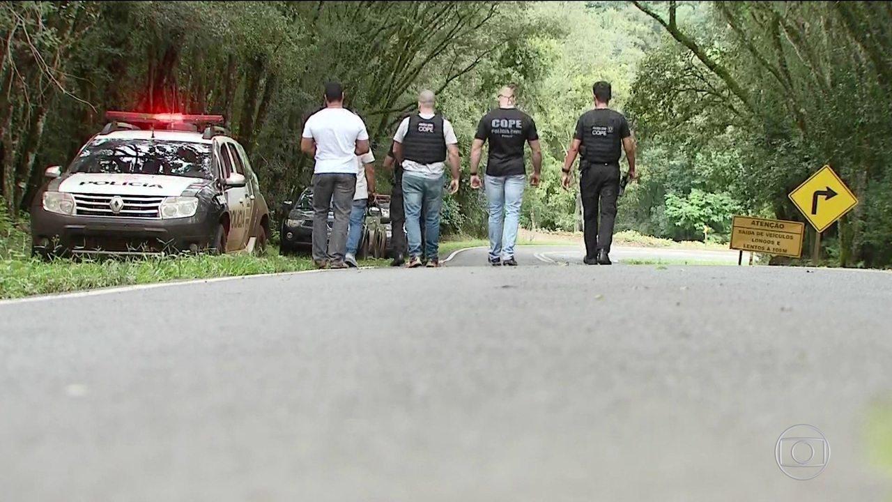 Autoridades fazem varredura em área onde testemunhas citam ataque a caravana de Lula tem varredura